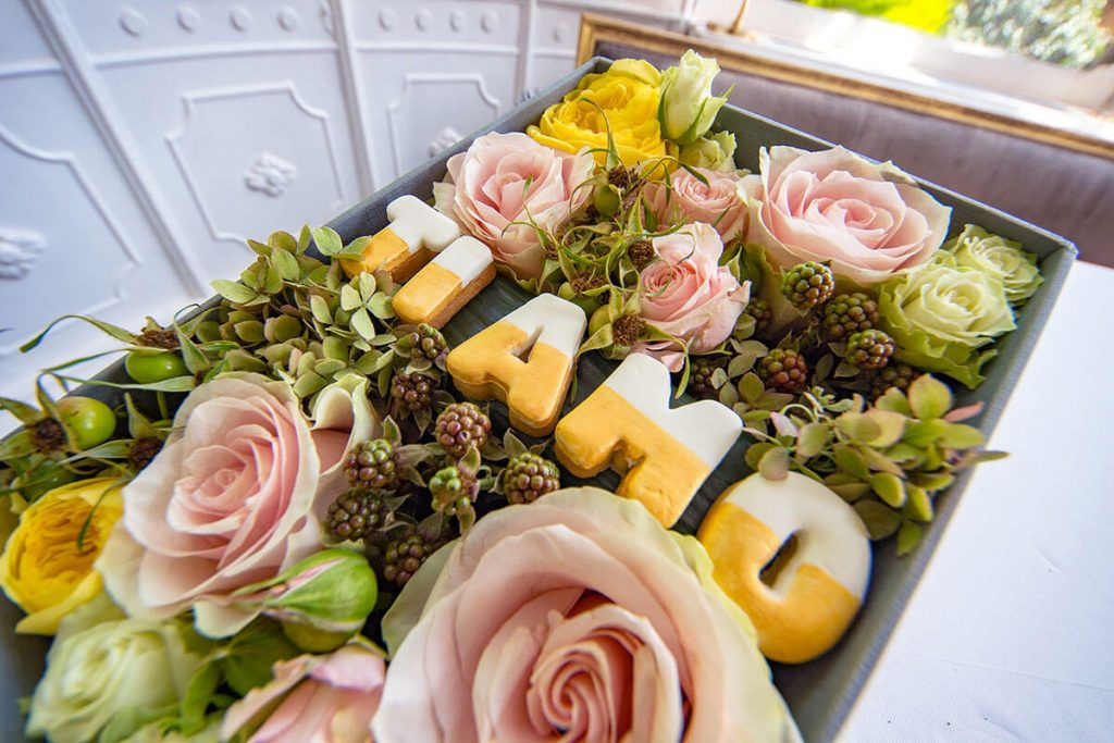 Scatola regalo con Fiori e Dolci-1 - Idoflowers.it