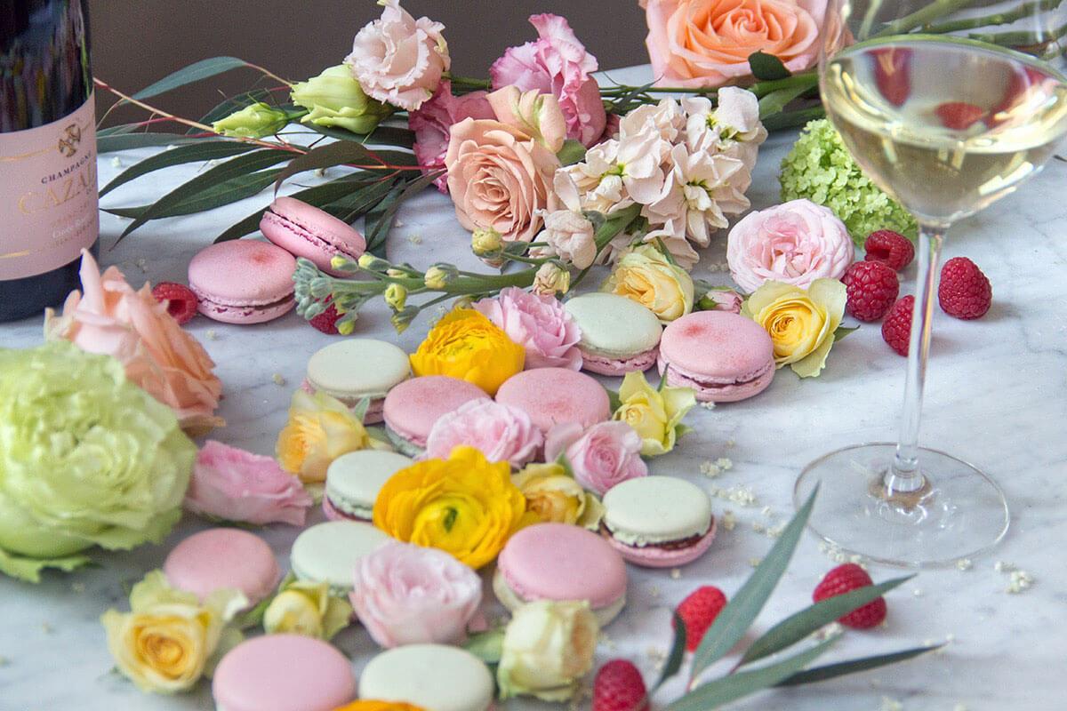 Fiori e dolci sul tavolo - Hotel Albani Roma